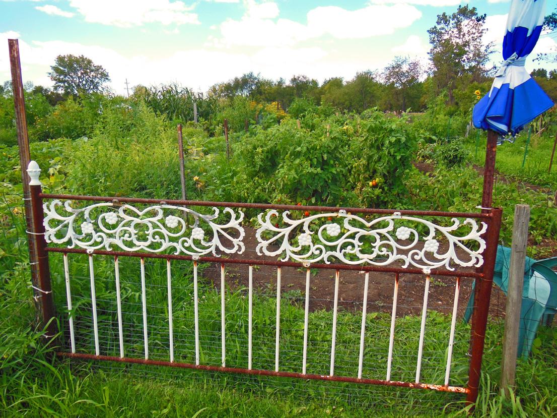Headboard Gate: Creative Green Idea