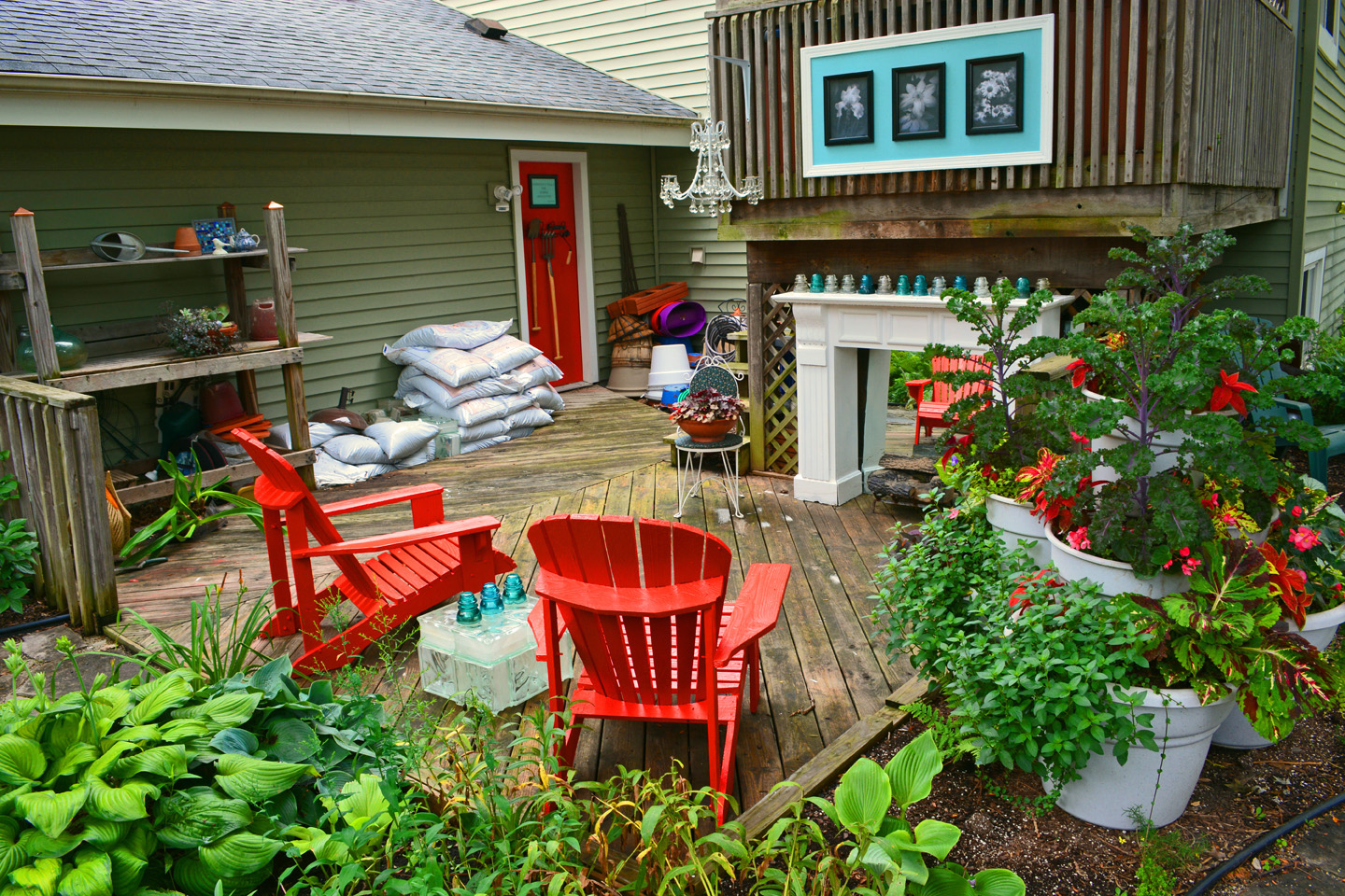 An Outdoor Garden Potting Bench Room