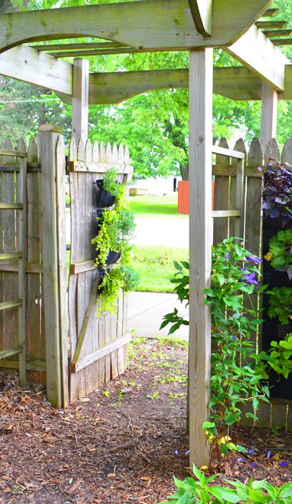 Living Wall Woolly Pocket Gate Pocket Garden