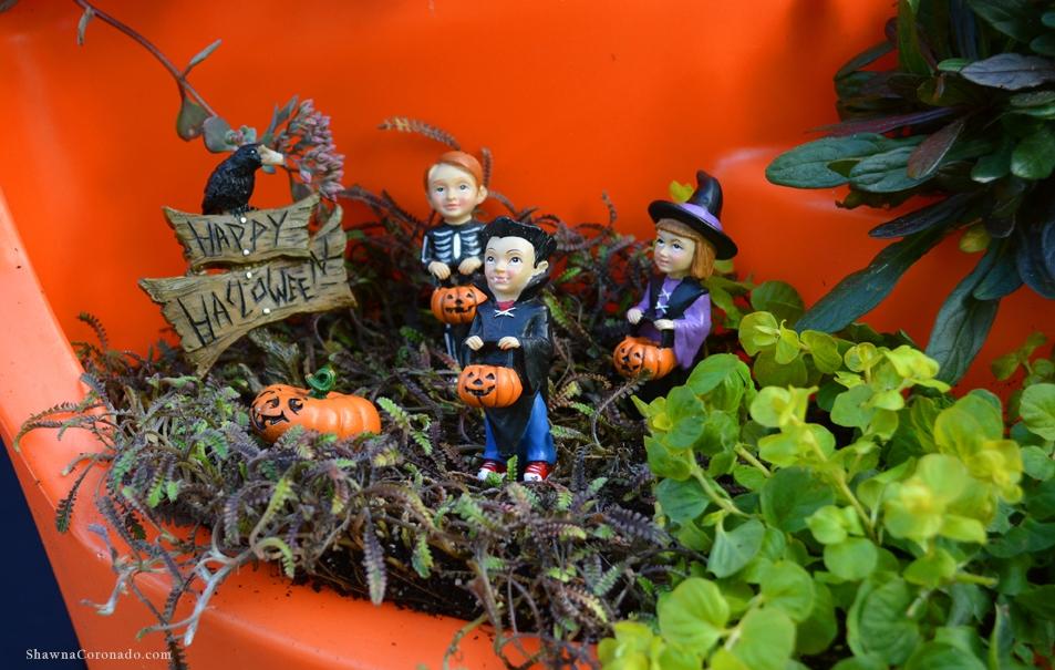 Halloween Broken Pot Container Garden Trick or Treaters