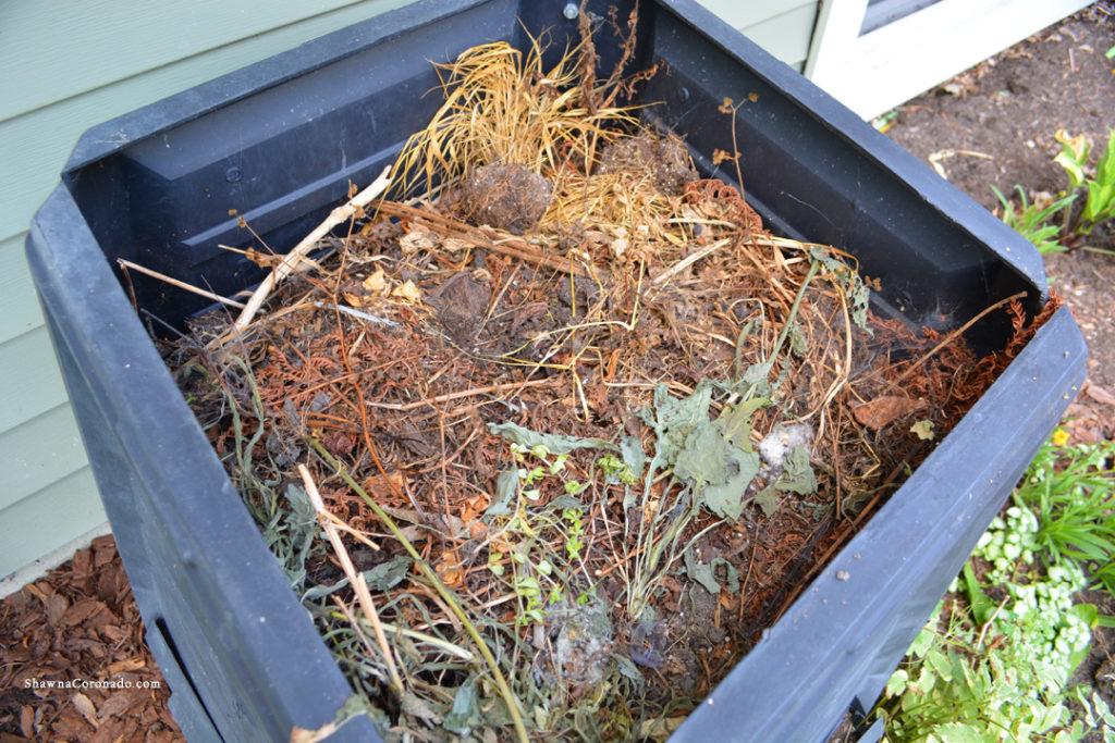 Fall compost layering tips shawna coronado for Organic compost soil
